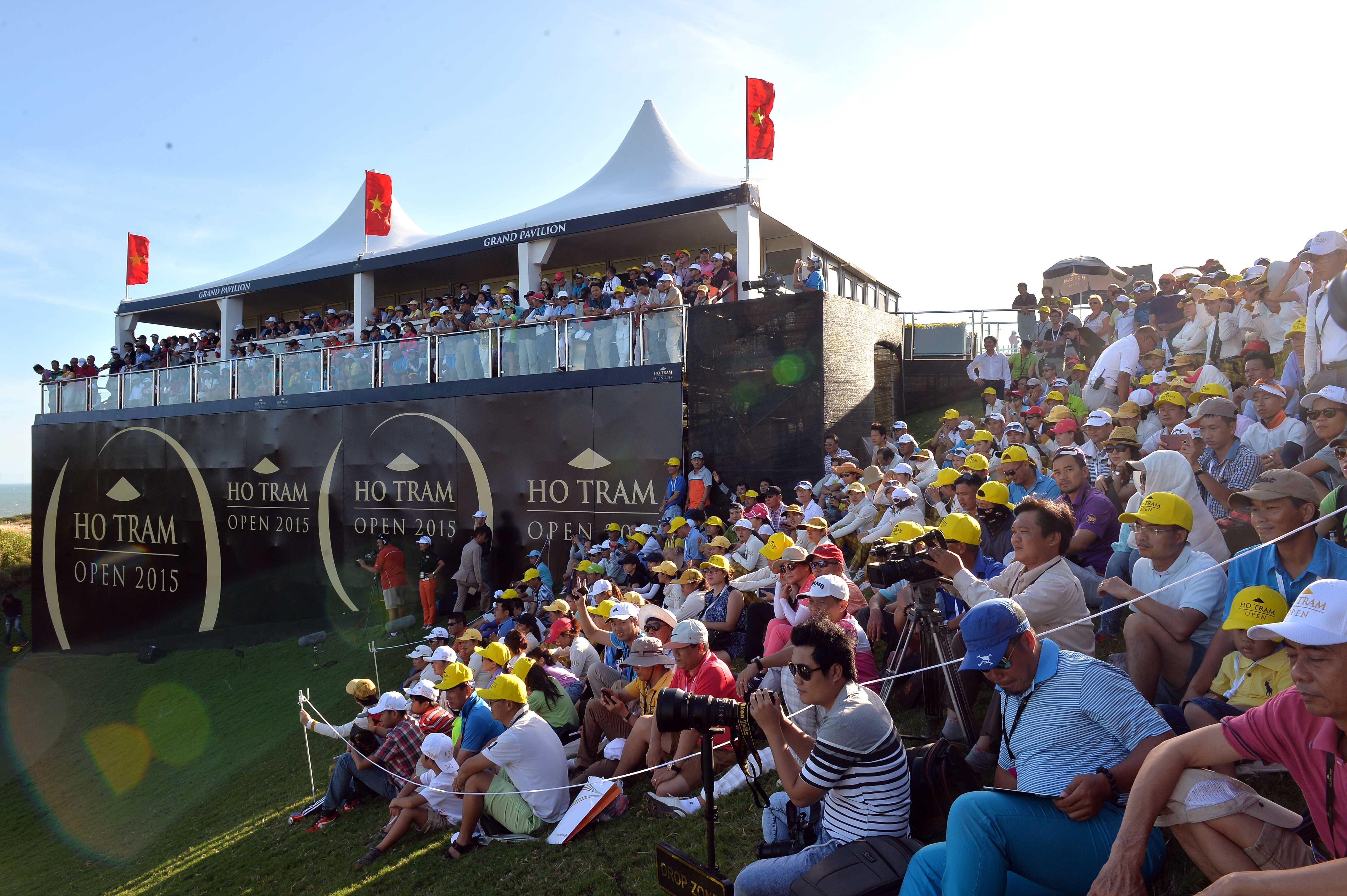 spectators at HTO (Photo-Quang Thang TTVN)